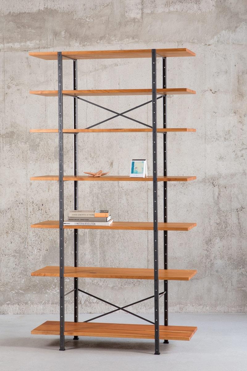 regal aus massivholz und metall. Black Bedroom Furniture Sets. Home Design Ideas